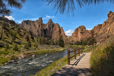 Strolling Thru Smith Rock