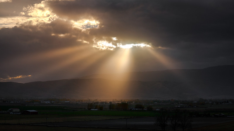 God beams over Baker city