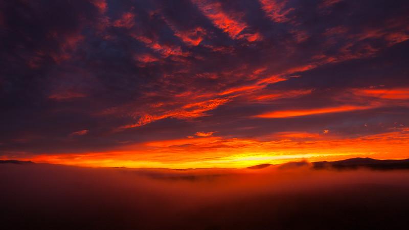 Foggy sunrise, Hells canyon wilderness.