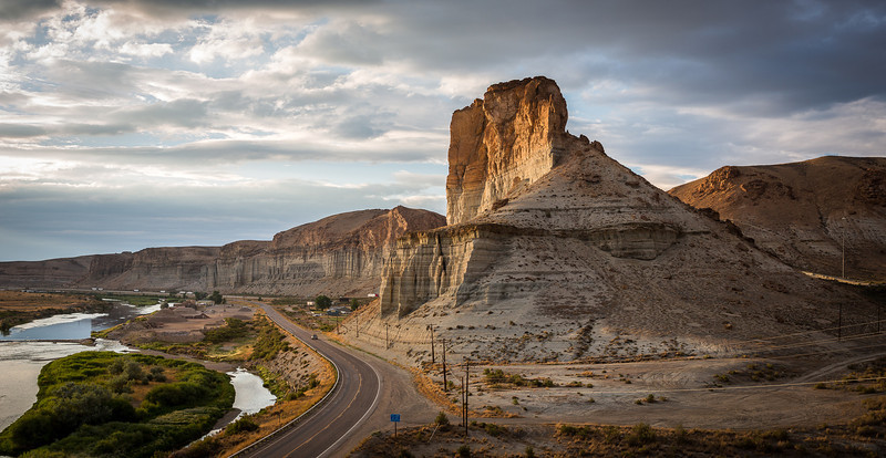 Castle Butte, Green River Wyoming<br /> Zeiss 35 f/1.4, Lee .9 Soft GND, B&W Polarizer