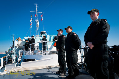 Sailors from HMCS FREDERICTON (FFH 337) are on hand to handle lines from the tugs. Standing on the foc'st'le, they are standing ready to handle lines for Granville so that she can help SACKVILLE keep station while remaining broadside to both Point Pleasant Park and the prevailing wind.