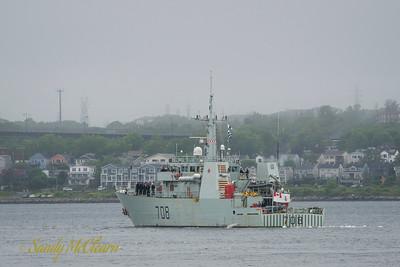 HMCS MONCTON (MM 708).