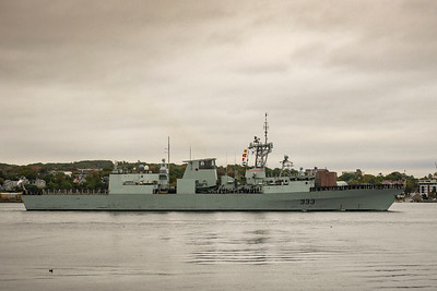 HMCS TORONTO sailpast prior to exercise deployment.