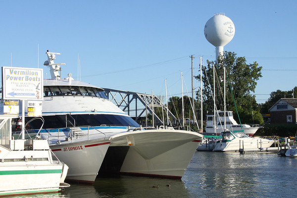 Quaker Steak holds a Fundraiser for a Vermilion family-Jet Express Cruise to Put In Bay, September 17, 2011