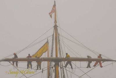 Crew aloft on the foremast of Pride of Baltimore II