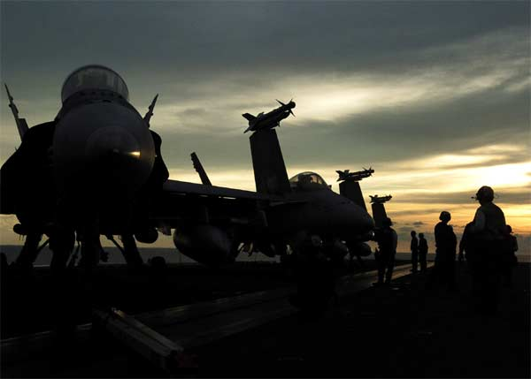 "F/A-18E Super Hornets assigned to the ""Kestrels"" of Strike Fighter Squadron One Three Seven (VFA-137) sit on the flight deck prior to flight operations aboard USS Abraham Lincoln (CVN 72)."