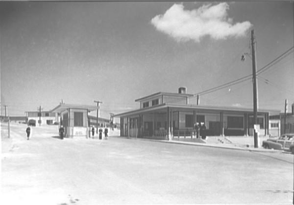 USNTC BAINBRIDGE - Main Gate - 1943
