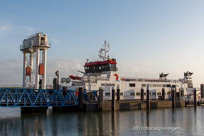 nederland 2011, lauwersoog, zeedijk, boot schiermonnikoog,