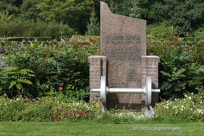 nederland 2010, groningen, iepenlaan, selwerderhof, spoorwegmonument