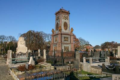 nederland 2009, groningen, hereweg, zuiderlijke begraafplaats, grafmonument willem albert scholten