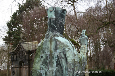 nederland 2008, groningen, hereweg, rk begraafplaats, christus koning, jan eloy brom en leo brom