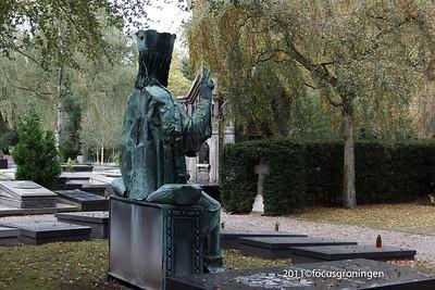 nederland 2011, groningen, hereweg, rooms- katholieke begraafplaats, hereweg, christus koning