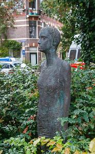 nederland 2011, groningen, kerklaan, vrouwenfiguur