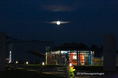 nederland 2017, groningen, zernike, zernikelaan, energy transition centre, hangende maan