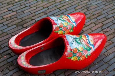 nederland 2017, haarlem, grote markt, klompen
