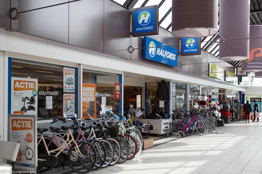nederland 2013, groningen, paddepoel, winkelcentrum, halfords, dierenriemstraat