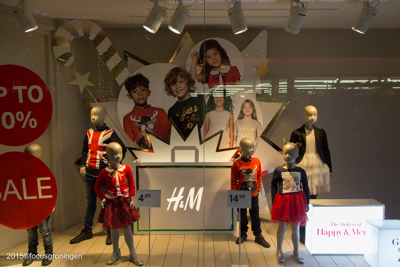 nederland 2015, groingen, paddepoel, winkelcentrum, kerstmarkt, h&m