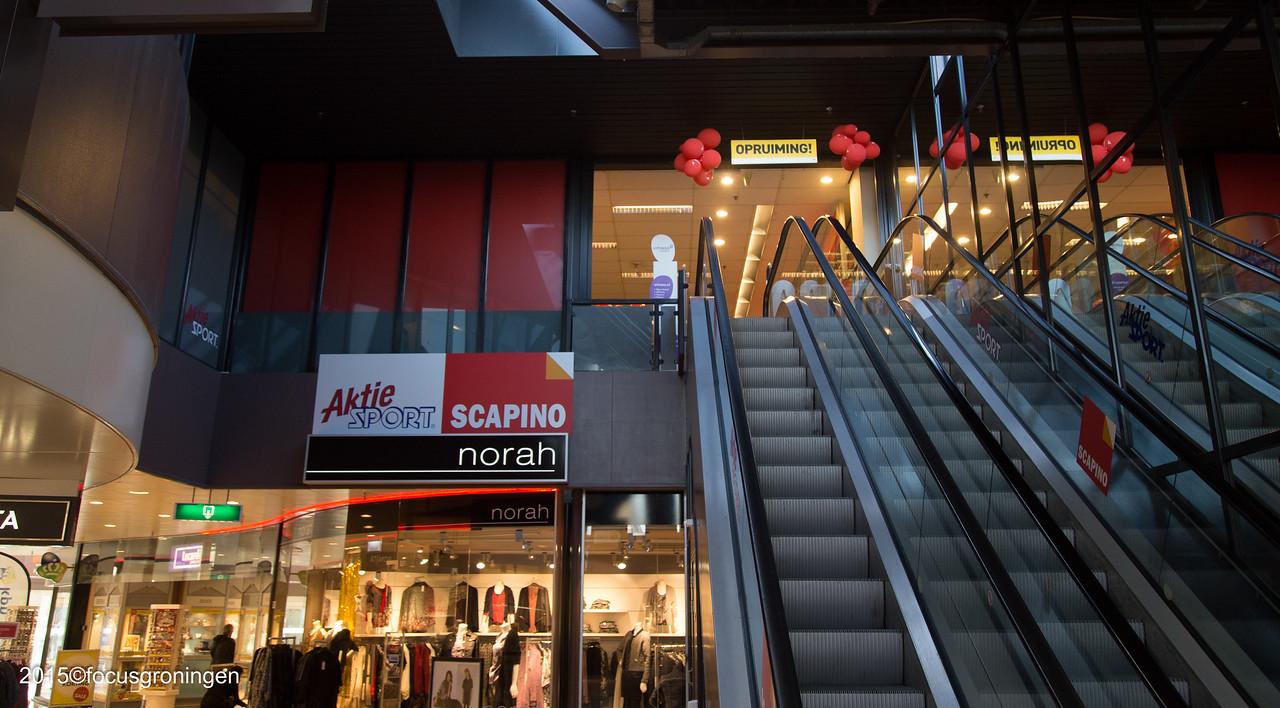 nederland 2015, groningen, paddepoel, winkelcentrum, scapino