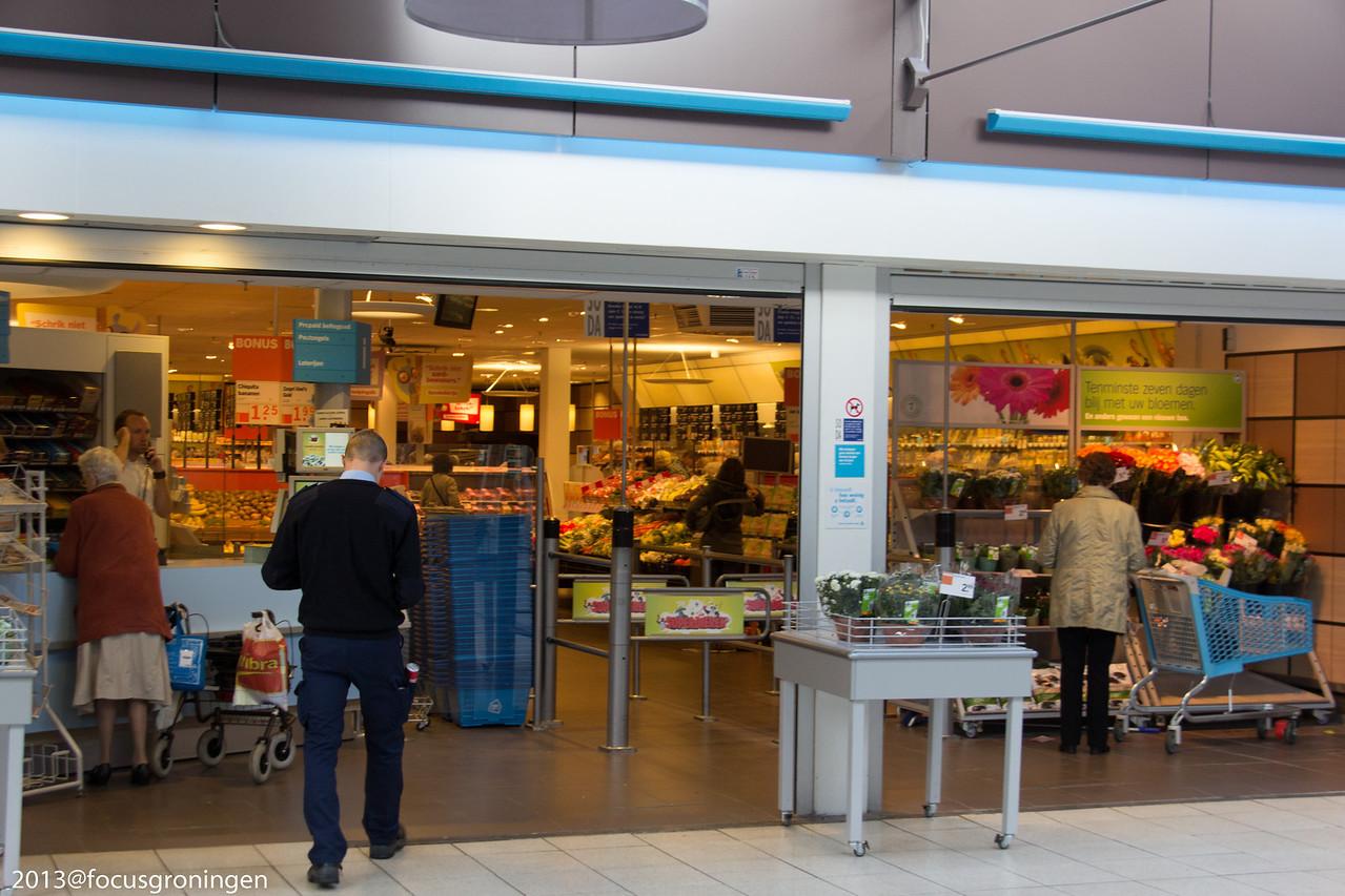 nederland 2012, groningen, paddepoel, winkelcentum paddepoel, albert heijn, dierenriemstraat