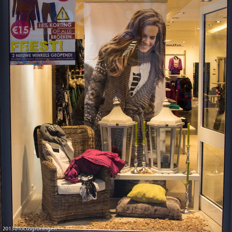 nederland 2013, groningen, paddepoel, winkelcentum paddepoel, sterenborg  kleding, dierenriemstraat