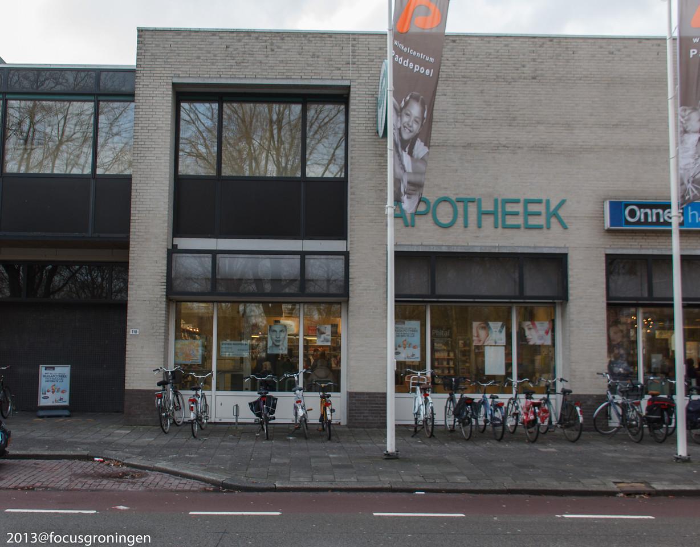 nederland 2013, groningen, paddepoel, winkelcentrum paddepoel, apotheek, dierenriemstraat
