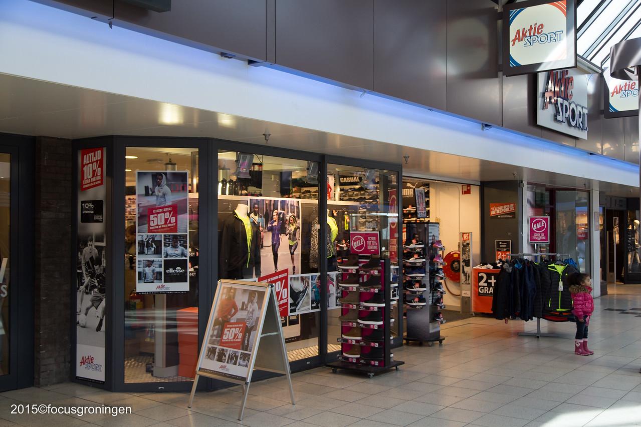 nederland 2016, groningen, paddepoel, winkelcentrum, aktie sport