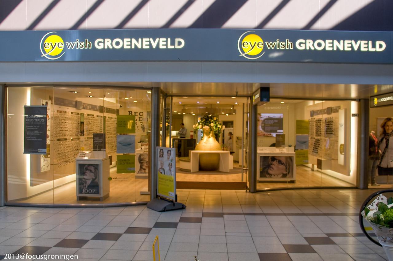 nederland 2011 groningen, paddepoel, winkelcentrum, groeneveld opticien, dierenriemstraat