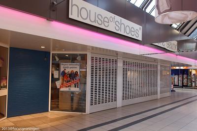 nederland 2013, groningen, paddepoel, winkelcentrum, house of shoes, dierenriemstraat