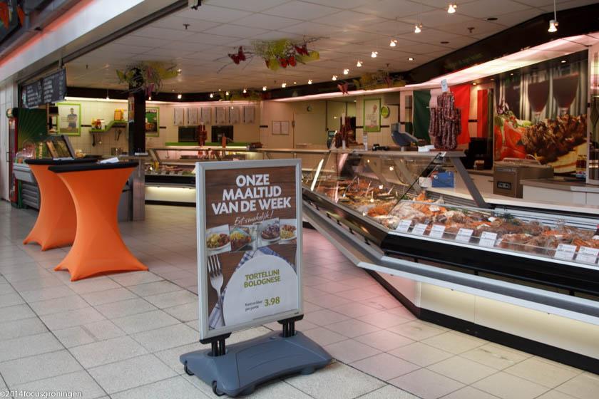nederland 2014, groningen, paddepoel, winkelcentrum grillhuis, dierenriemstraat