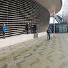 Bij de parkeergarage van Rotterdam Port Experience