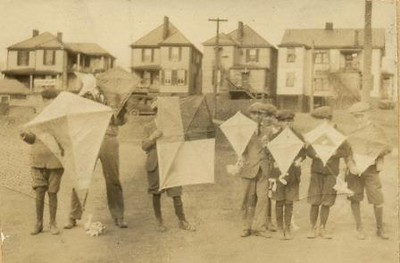 Kite Contest at Rivermont (Ruffner)  (01406)