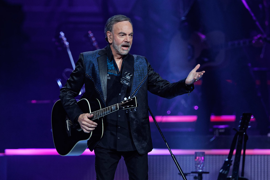 . Neil Diamond at The Palace of Auburn Hills on 6-02-17.  Photo credit: Ken Settle