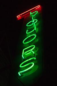 us-ca-berkeley-neon-bar-liquor-store-northbrae-bottle-shop-1590-hopkins-neon-glowing-night
