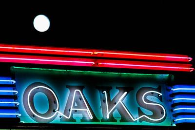 us-ca-berkeley-neon-under-repair-theater-oaks-theater-1875-solano-neon-glowing-night-moon-2