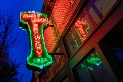 us-ca-berkeley-neon-bar-liquor-store-triple-rock-1920-shattuck-neon-glowing-night-twilight-right-up-reflection-01-HDR