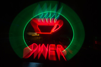 us-ca-berkeley-neon-restaurant-cafe-cafeteria-diner-bettes-oceanview-diner-1807-4th-neon-glowing-zoom-1