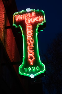 us-ca-berkeley-neon-bar-liquor-store-triple-rock-1920-shattuck-neon-glowing-night-twilight-left-blade-up-angle-1-01-HDR