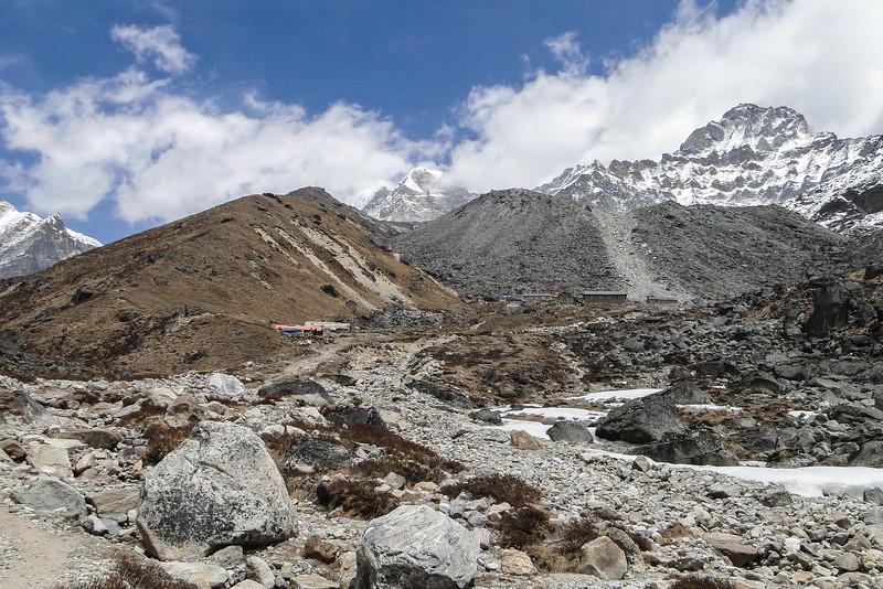 Khare (4900m) in zicht
