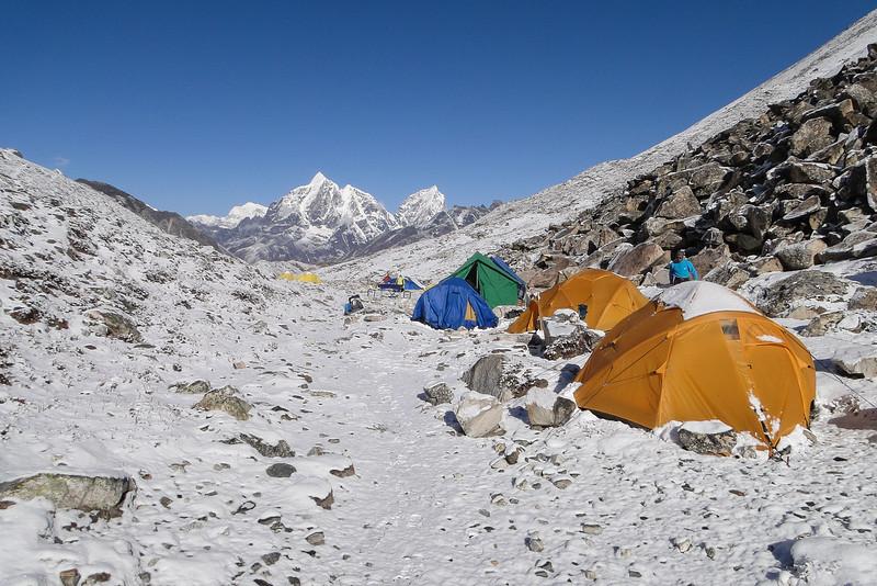 Pokaldo (5806m) en Kongma Tse (5820m)
