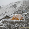 's middags sneeuw in Khare (4900m)