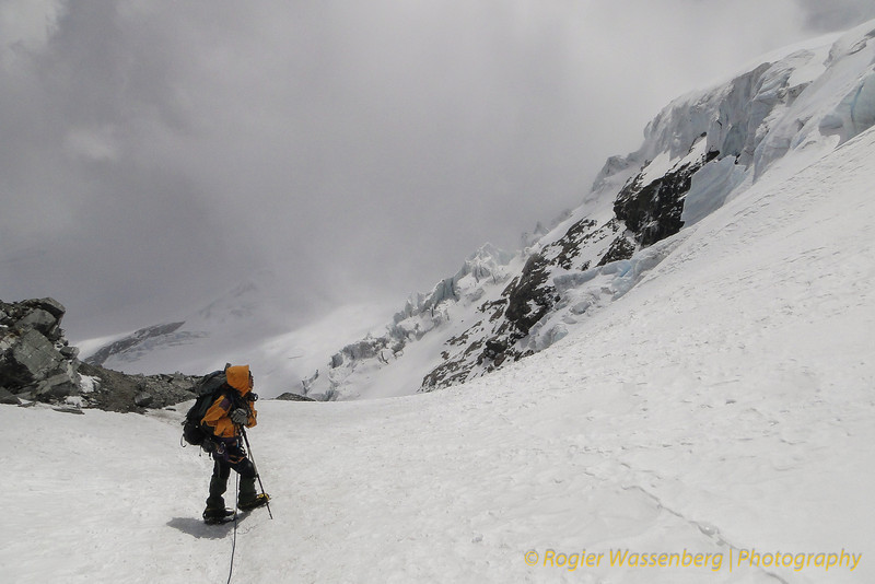 Bij deze rots is het: Mera Peak High Camp