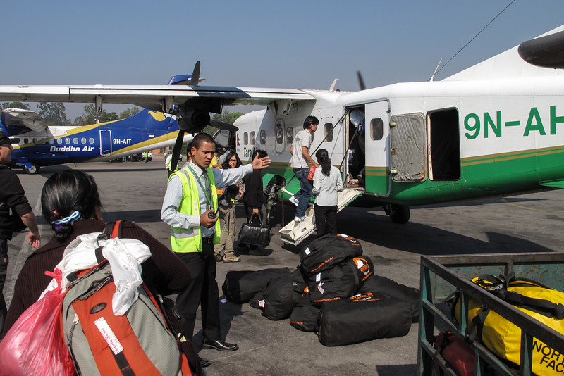 Vlucht naar Lukla (2800m) met Twin Otter<br /> Flight to Lukla (2800m) with Twin Otter