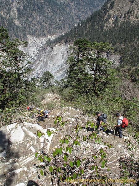 afdaling naar Khote<br /> descent to Khote