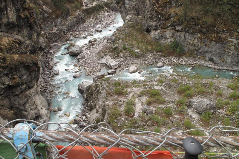 samenvloeien van Dudh Koshi en Nangpo Tsangpo rivieren