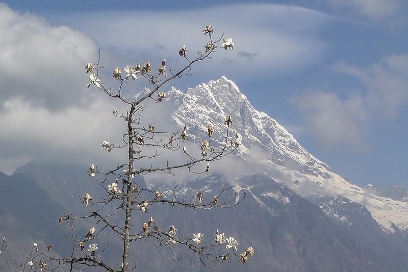 berg zonder naam (5693m)