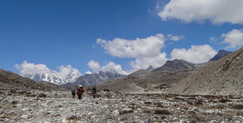 van Chhukung naar Island Peak base camp