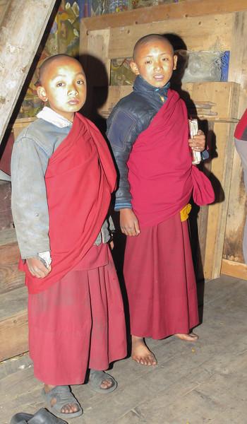 klein klooster met leerlingen