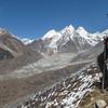 Marijn kijkt naar bergen zonder naam (6100 - 6400m)