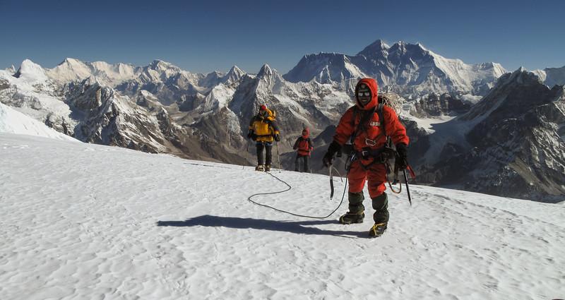 Mingmar - Frank - Marijn op de top van Mera Peak (6480m)