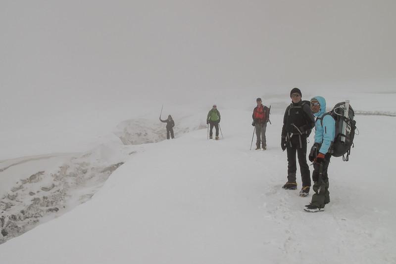 met mist over de Mera-gletjser naar Mera La
